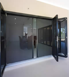 Hawkesbury PLUS Commercial Multi-Fold Door & Screen